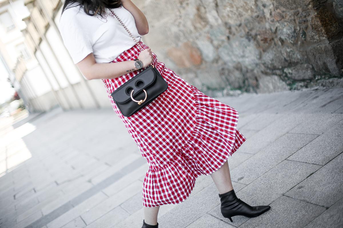 falda-cuadros-vichy-asimetrica-zara-look-jwanderson-farfetch-canotier-myblueberrynightsblog5