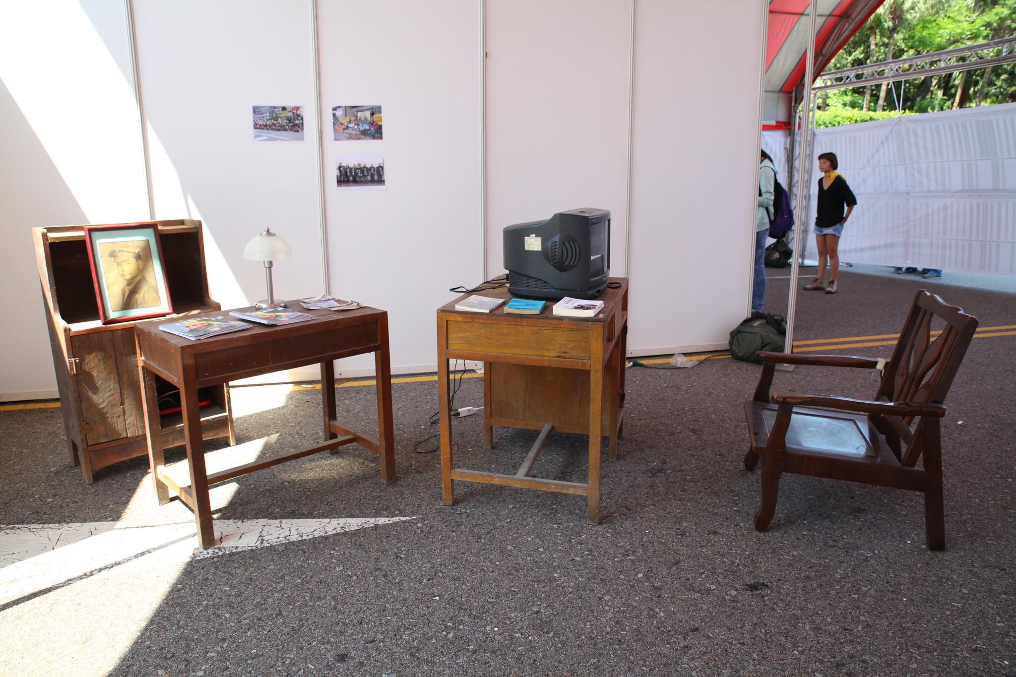 樂生院民湯祥明留在舊院區的傢具,於樂生重建現場展出。(攝影:陳逸婷)