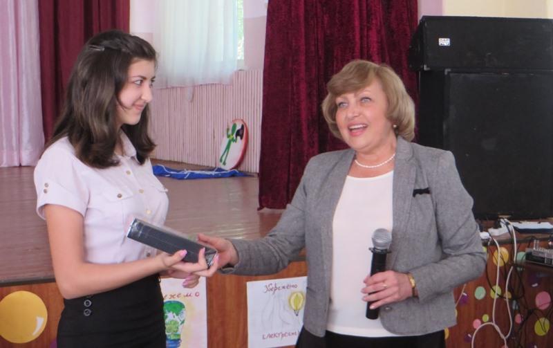Вручение подарков павлоградским школьникам (3)
