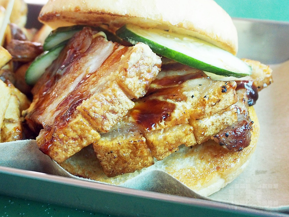 ayam buah keluak, beauty world, burger, crispy pork belly burger, food, food review, hambaobao, review, singapore, bukit timah,beauty world centre,pork belly burger,beauty world food centre