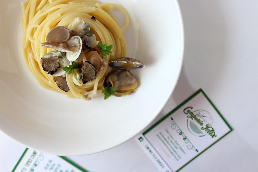 spaghetti vongole e tartufo