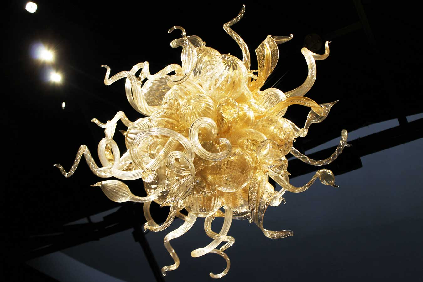 """Lily Gold Chandelier"" by Dale Chihuly (at the Fort Wayne Museum of Art) // The Weekend Getaway You've Overlooked: Visit Fort Wayne, Indiana [via Wading in Big Shoes] // Located equidistantly from Chicago, Cincinnati, and Detroit, Fort Wayne, Indiana is a fun midwest destination that captures a perfect blend of city, nature, and local flavors! See what I experienced on my trip to Fort Wayne and learn what makes Indiana's second-largest city the perfect spot for a weekend getaway."