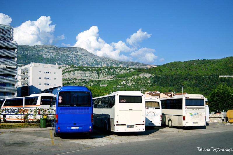 Автобусы перед автостанцией Будвы