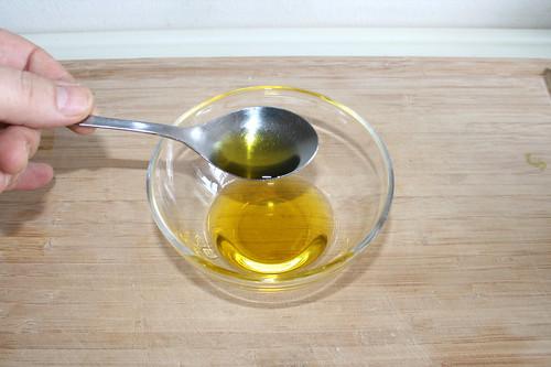 43 - Olivenöl in Schüssel geben / Put olive oil in bowl