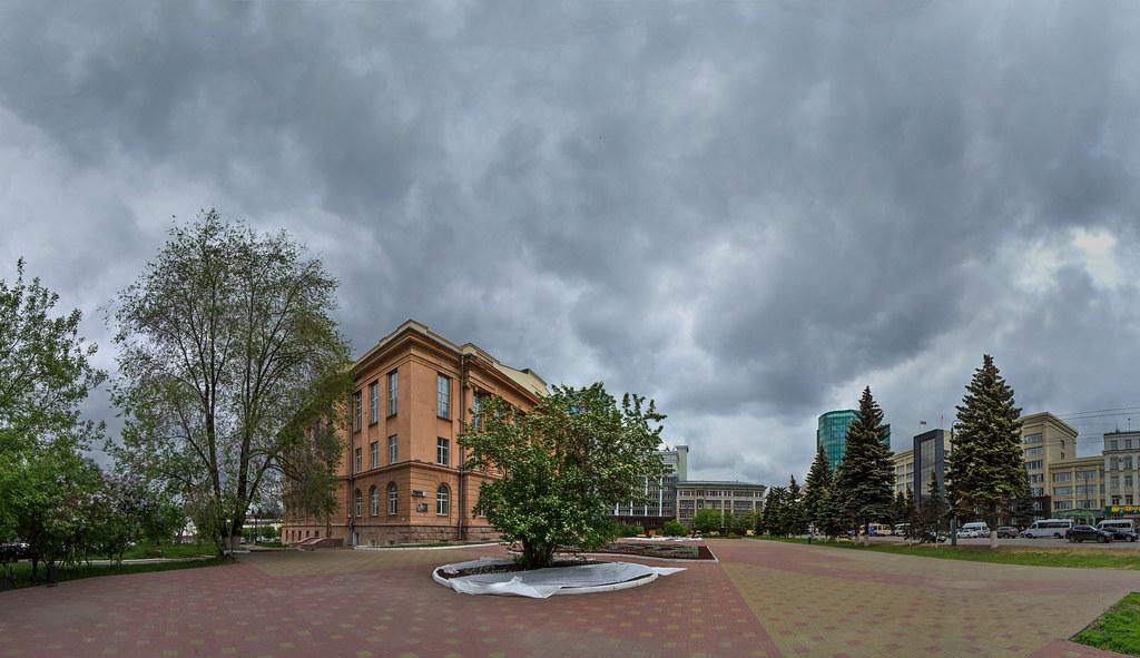 Публичная библиотека, Цветущая сирень, боярышник  - фотограф Челябинск