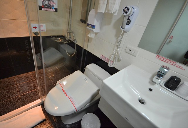 Morwing Hotel Culture Vogue toilet and bathroom