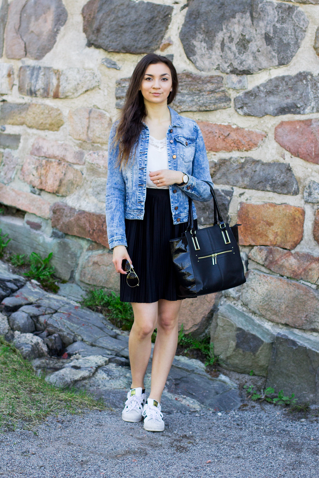 black pleated skirt outfit 4