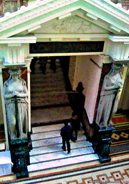 Escaleras de acceso a la Corte Suprema de Justicia, Santiago de Chile, Junio 2017