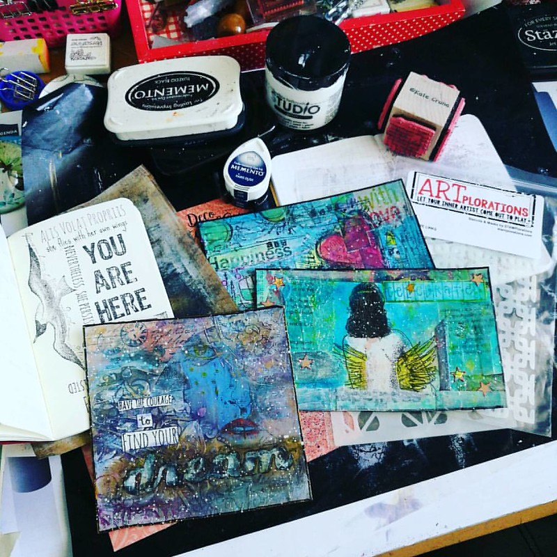 Finished up some art postcards/tiles yesterday and getting ready to make some more today! Also my winnings from @stamplorations may challenge came in and am excited to use those stencils. It's #stencilsunday after all 😄 . . . #whatsonmydesk #sundaya