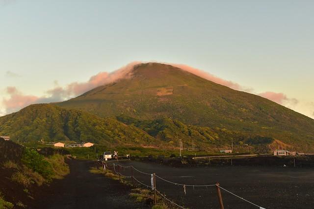 底土海岸からの八丈富士