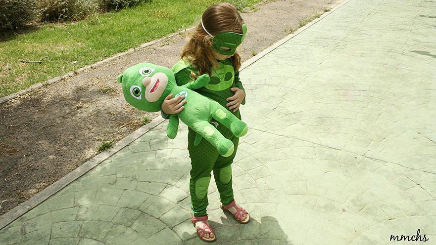 niña disfrazada de guekko