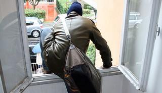 furto casa appartamento ladro terrazza finestra
