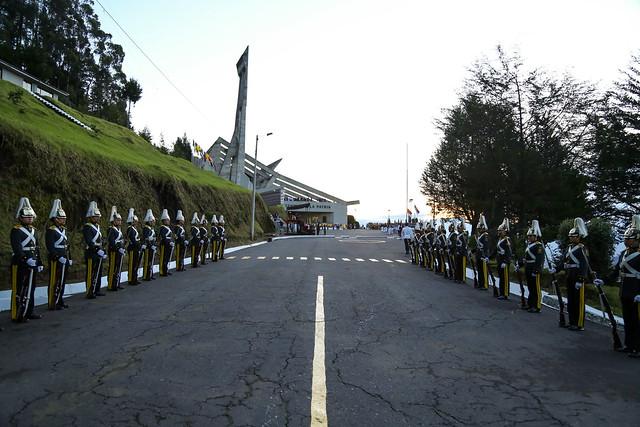Ceremonia por los 195 años de la Batalla de Pichincha y colocación de la ofrenda floral en el mausoleo del Mariscal Antonio José de Sucre.