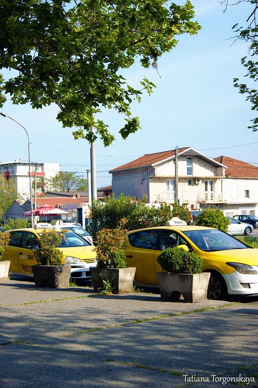Такси перед автостанцией Подгорицы