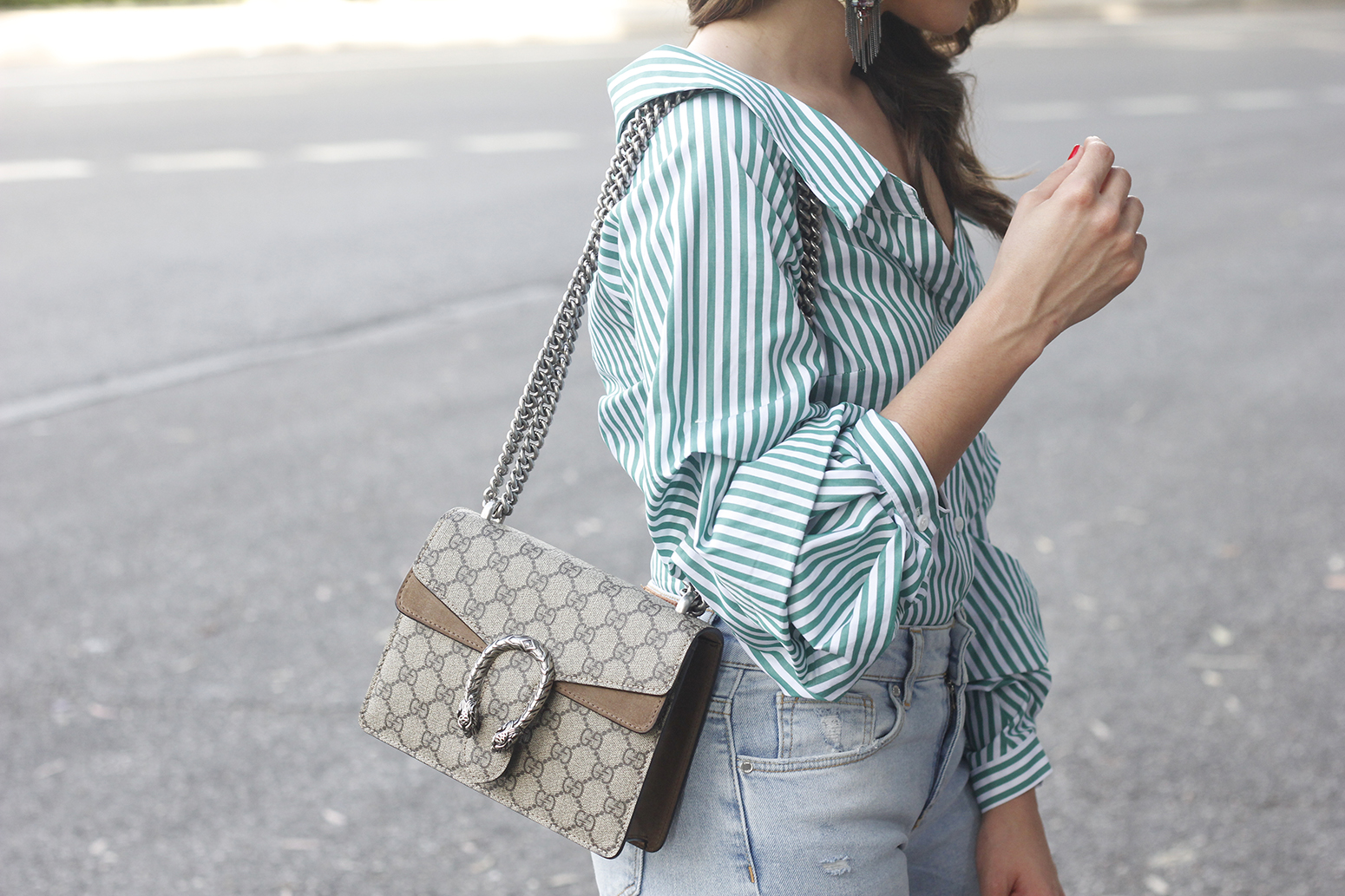 striped shirt jeans gucci bag uterqüe earrings pink heels accessories style outfit12