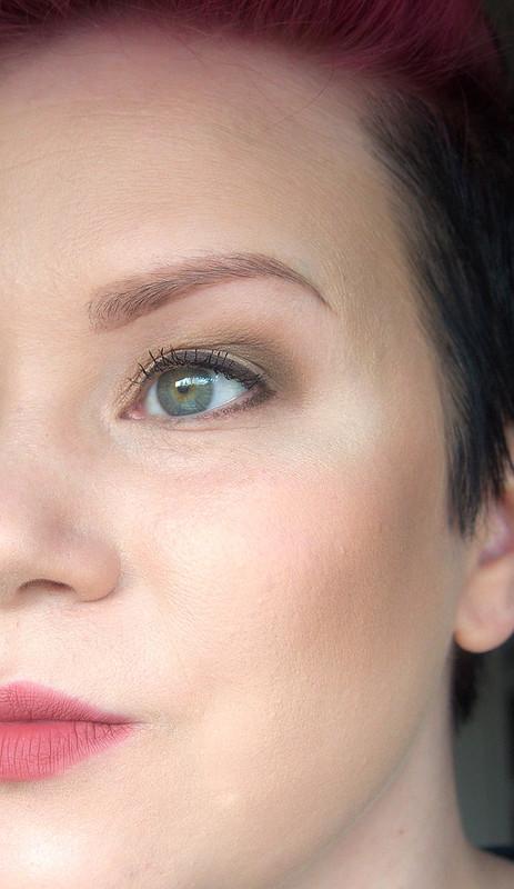 kasvojen korostus ja varjostus