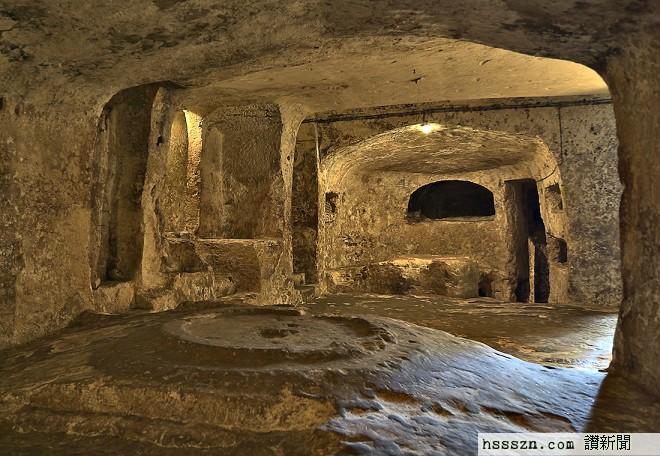 111-hz-tomb