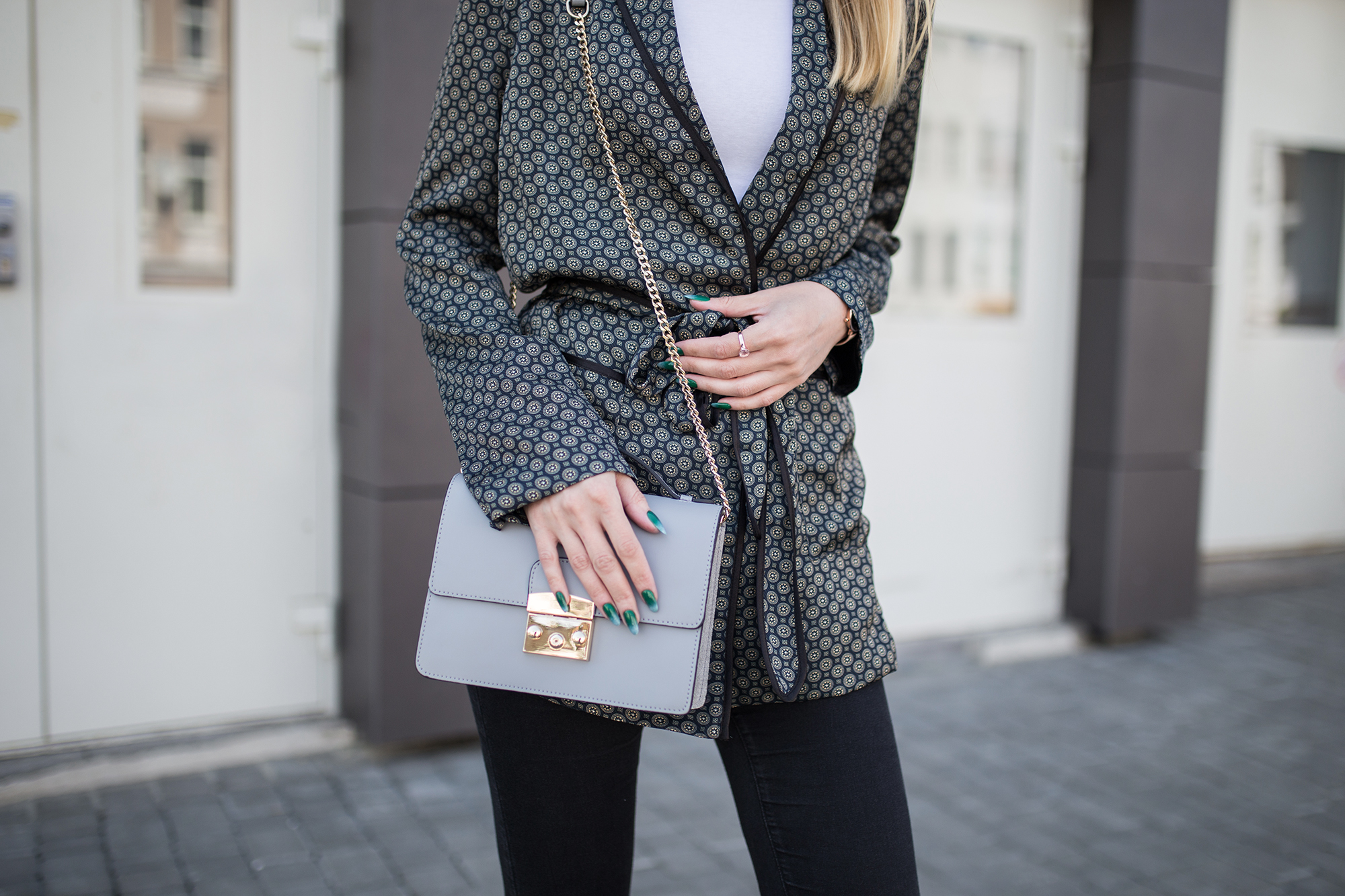 small-grey-bag-satchel-outfit-street-style