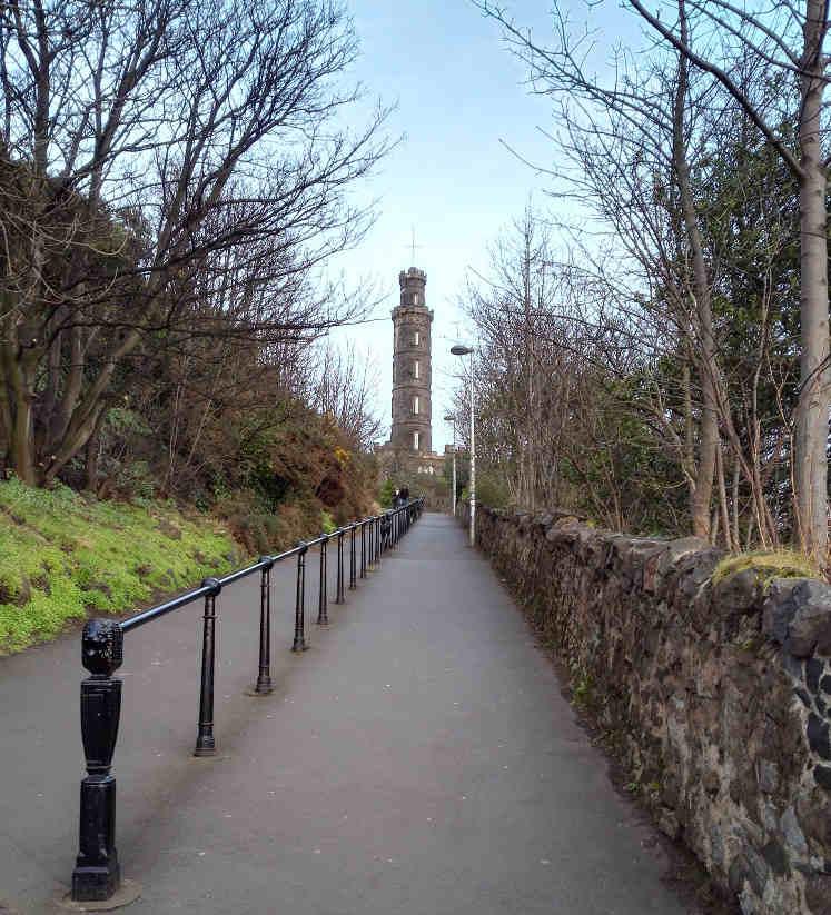 ネルソン塔への坂