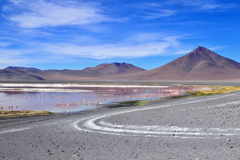 Pel sudoest de Bolívia.