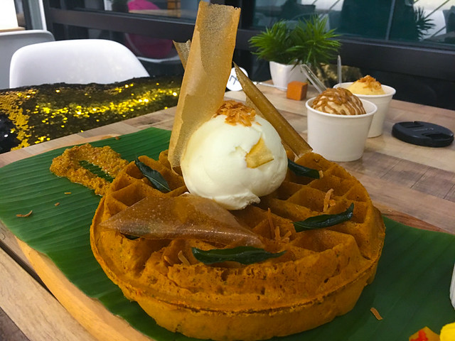 Foret-Blanc-Patisserie - Banana Leaf Waffle - vade waffles