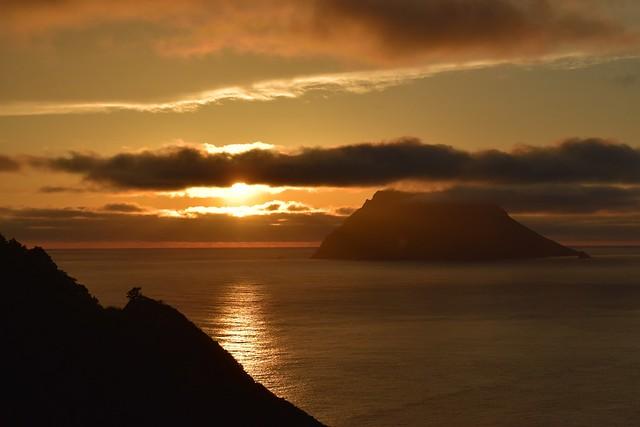 八丈島 夕陽と八丈小島