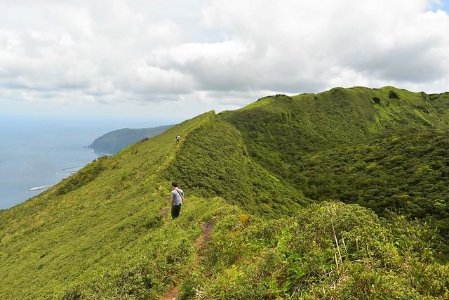 八丈島 八丈富士の火口稜線ハイキング