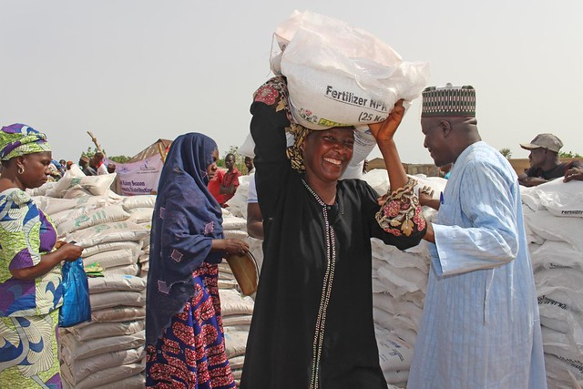Emergency seed distributions to combat hunger - Nigeria