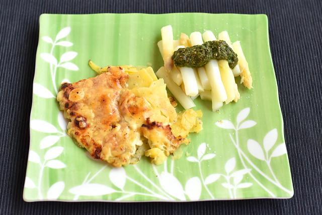 Mit Chefköchin Karla Kunstwadl ist gut Spargel essen: Spargelgemüse, Pesto, Kartoffelgratin ... Foto: Brigitte Stolle