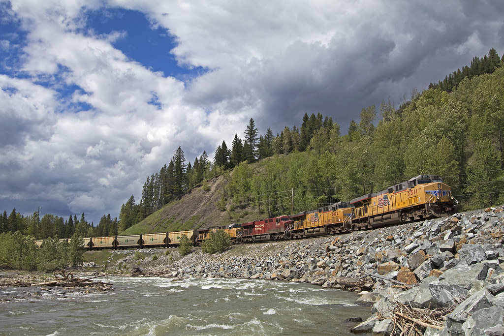 Climbing the Crow | Union Pacific No  5511 leads a Canadian