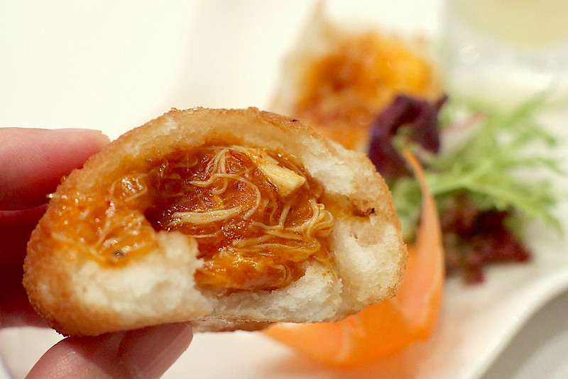 Fried mantou bun with chili crab filling