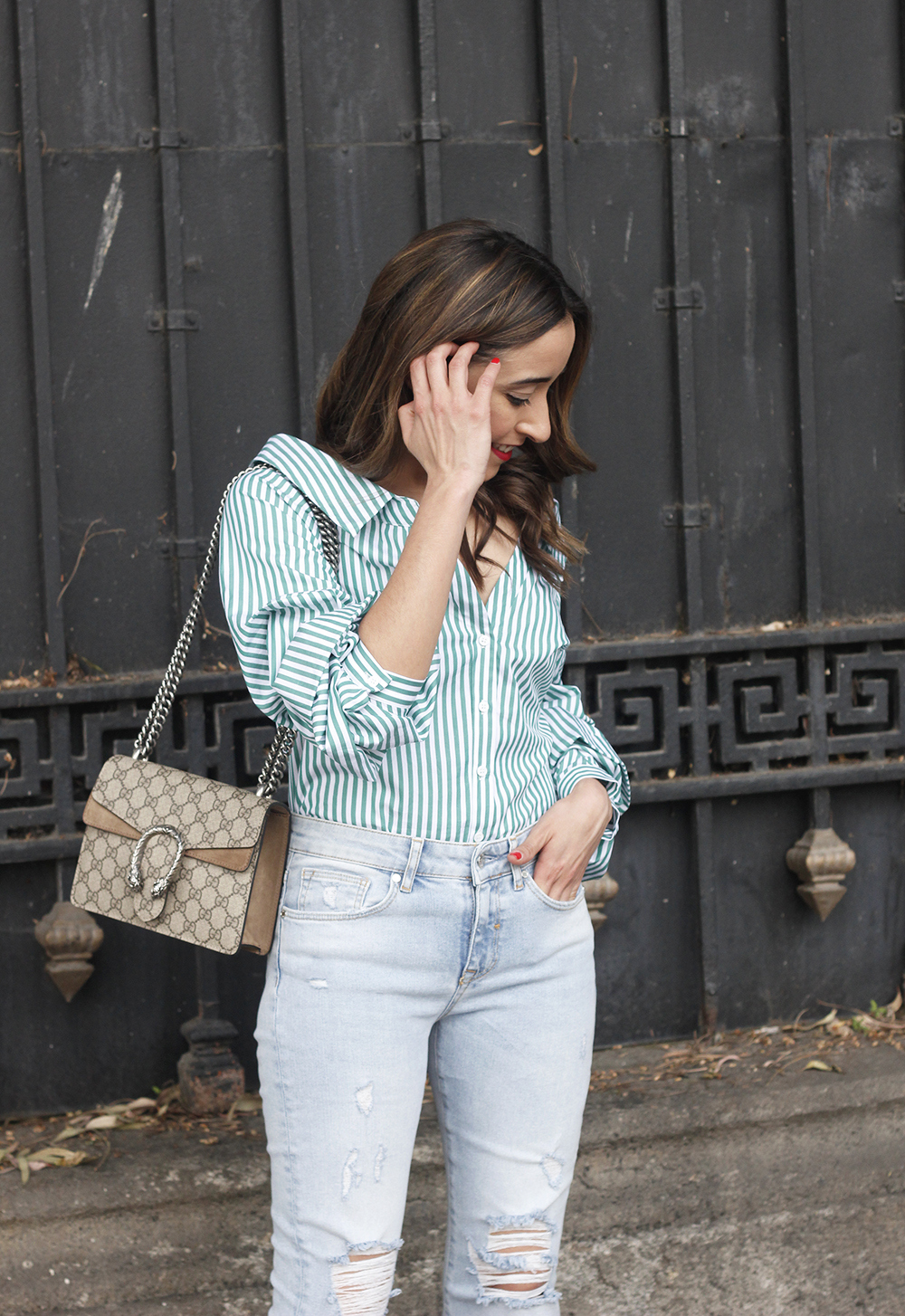 striped shirt jeans gucci bag uterqüe earrings pink heels accessories style outfit07