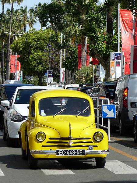 voiture jaune