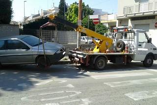 Noicattaro. Auto abbandonata in via Dante front