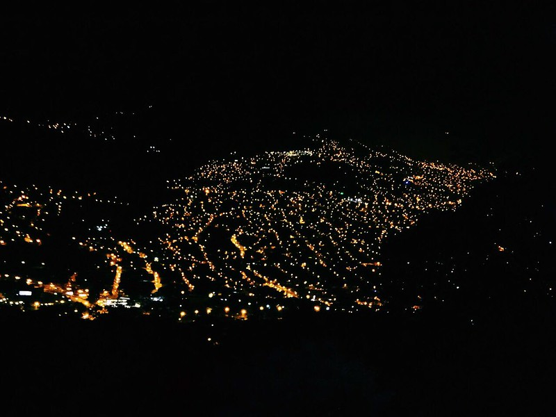 luzes da cidade à noite