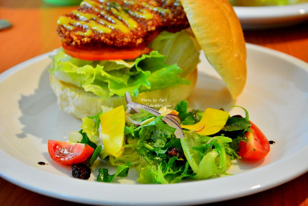台中清水美食|台中早午餐|雲草廚房--近高美濕地,佛卡夏、漢堡、豆漿必點