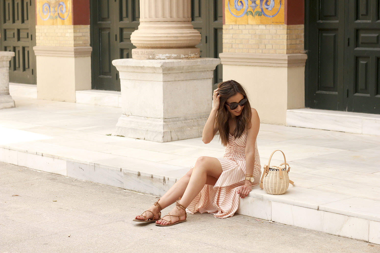 Perfect dress for summer flat sandals wicker bag céline sunnies style fashion outfit04