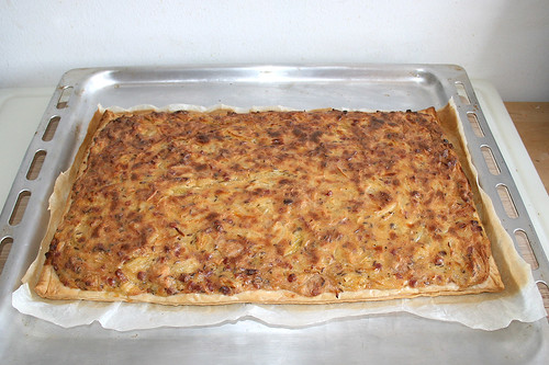50 - Frankish onion quiche with salad - Finished baking / Fränkischer Zwiebelkuchen mit Salat - Fertig gebacken