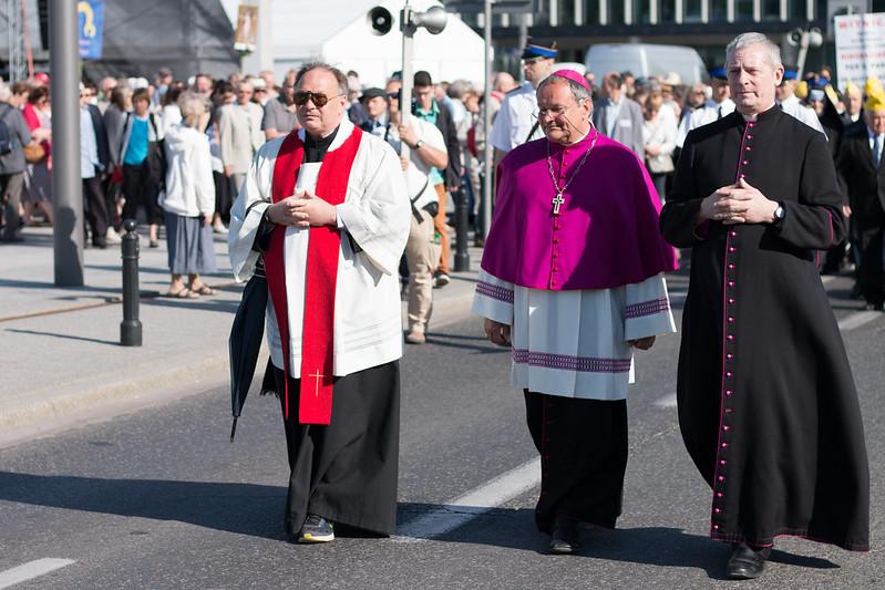 #ŚwiętoDziękczynienia: Procesja zrelikwiami św.Brata Alberta
