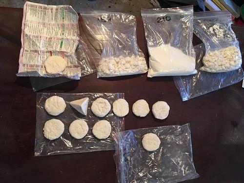 СБУ припинила діяльність угруповання, яке реалізовувало в Україні контрабандні «важкі» наркотики