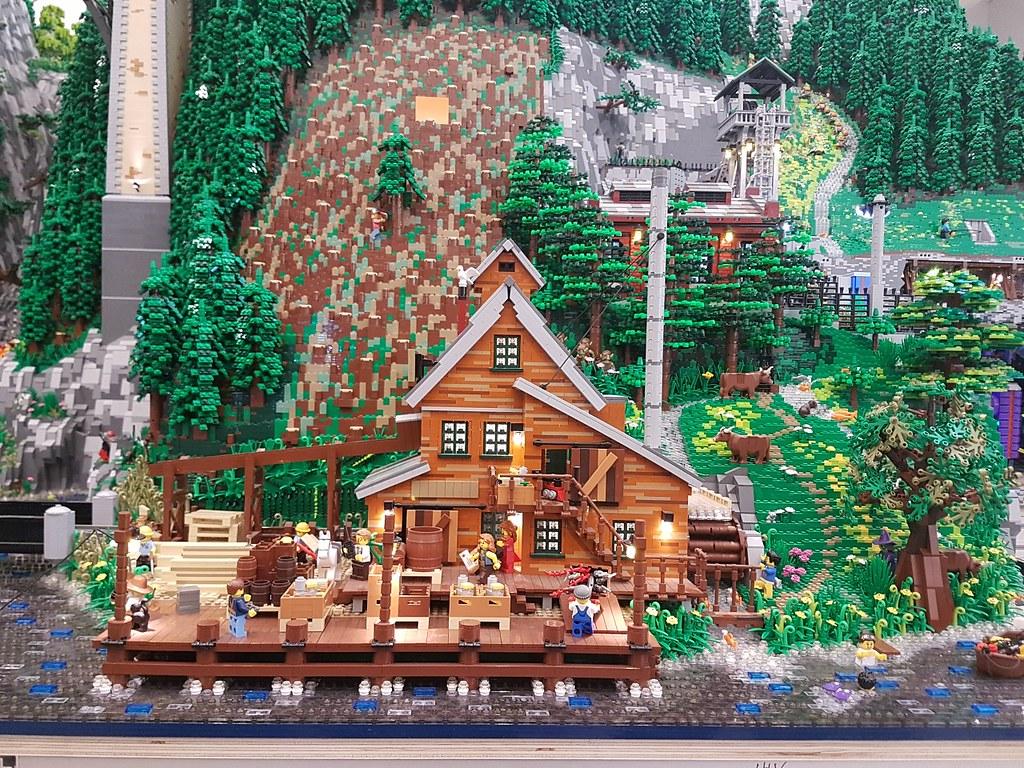 Inside the lego house brickset lego set guide and database for Lego house original