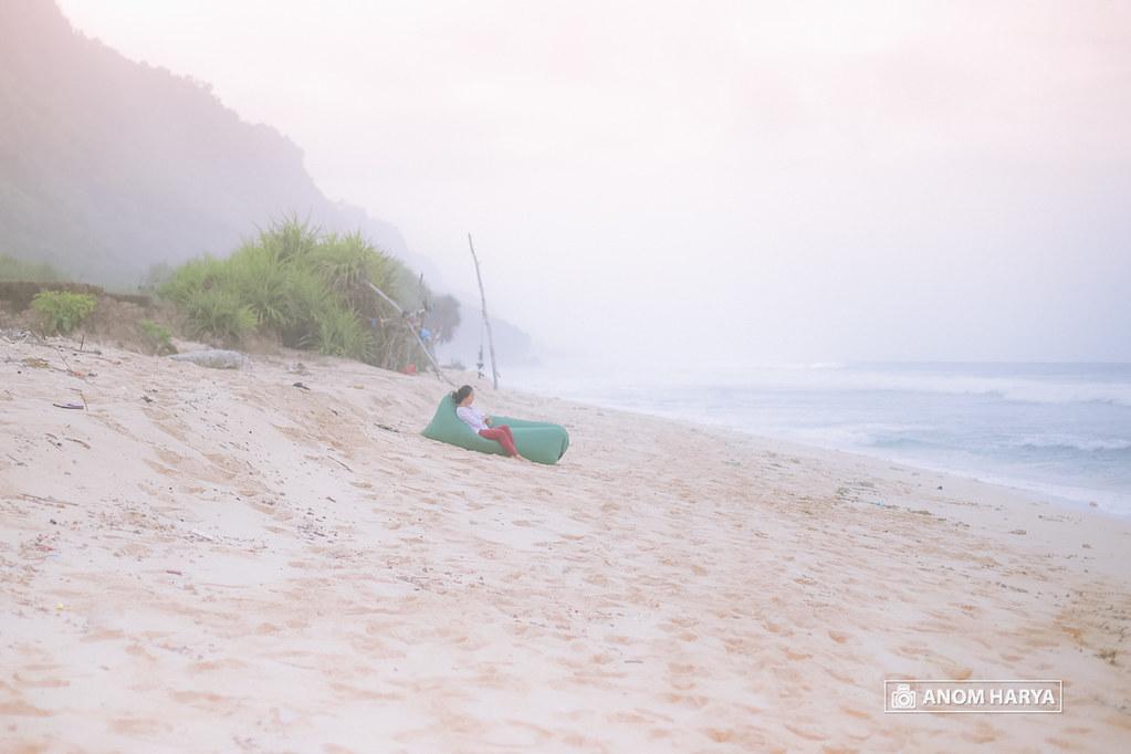 Relaxing di Pantai Nyangnyang Bali