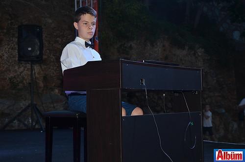 Piyanist Deniz Sincar