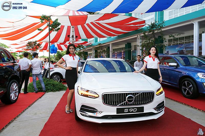 Hinh-08-Volvo-viet-nam-tham-du-hoi-cho-xe-lon-nhat-dong-bang-song-cuu-long