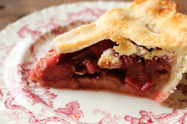 Strawberry Rhubarb Pie Recipe & Tutorial