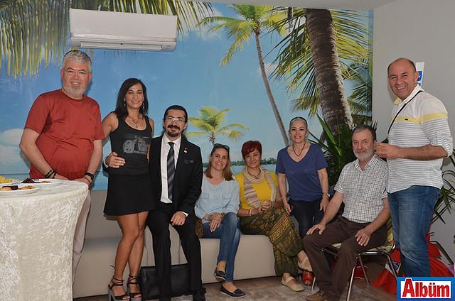 Alanya Rotary Kulüp üyeleri ve Op. Dr. Cihan Duman toplu olarak poz verdi.