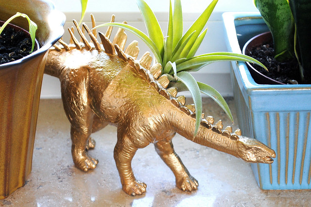 Dinosaur air plant holder