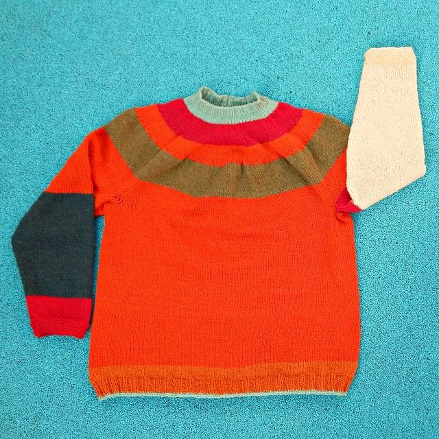 Свитер с круглой кокеткой, связан спицами снизу вверх по описанию из книги Элизабет Циммерманн Knitting Workshop | HoroshoGromko.ru | Yoke sweater from Elizabeth Zimmermann's Knitting Workshop | HoroshoGromko.ru