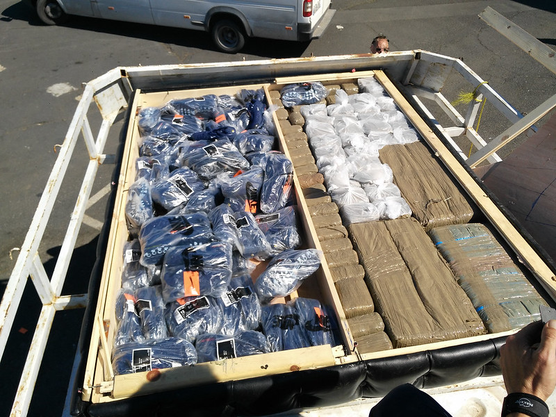 Les douaniers de Sète découvrent des contrefaçons, du cannabis et des clandestins dans un fourgon arrivant du Maroc