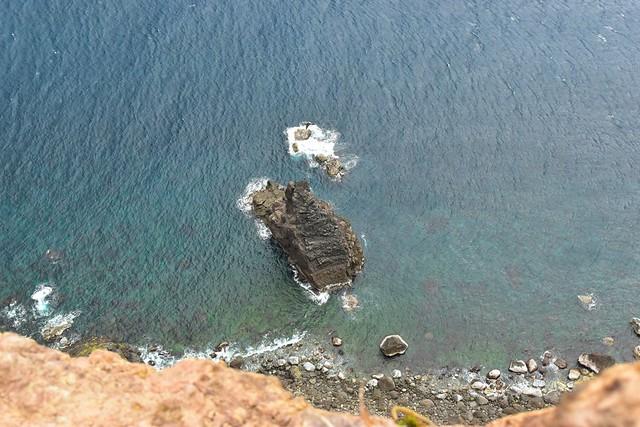 八丈島・黒砂砂丘の断崖絶壁